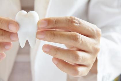 Polacy coraz rzadziej u dentysty, jeśli idą – to prywatnie