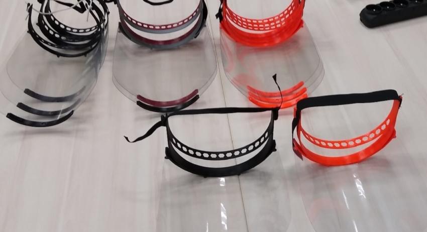 Przyłbice lekarskie z drukarek 3D od fizyków dla medyków
