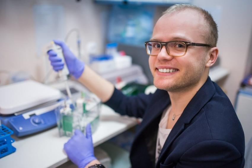 Dr n. med. Mateusz Maciejczyk ze stypendium Start 2020 w stomatologii