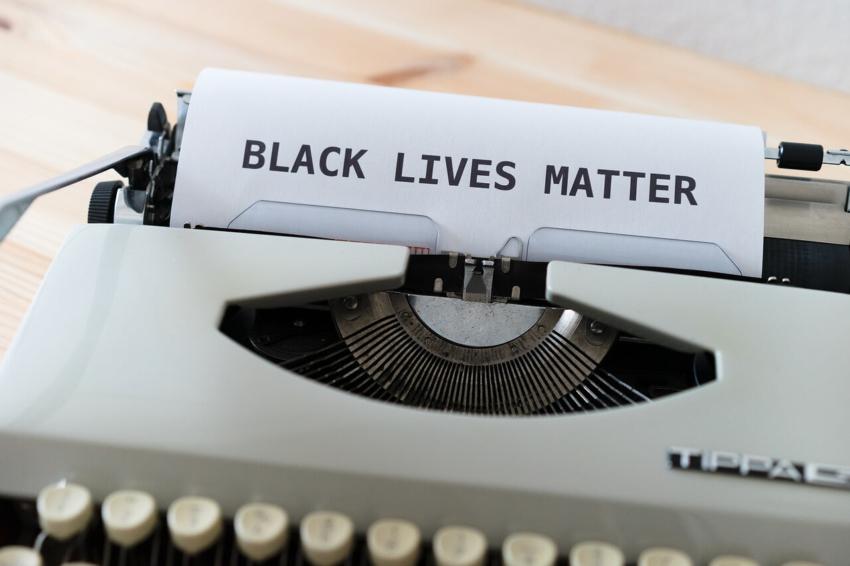 Brytyjskie Stowarzyszenie Stomatologiczne: nie dla rasizmu!