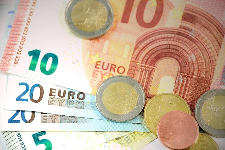 Zarobki asystentek i higienistek stomatologicznych w UE