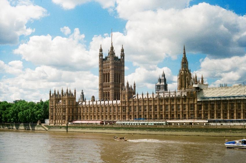 UK: wyższe zagrożenie COVID-19 – co oznacza dla lekarzy dentystów?