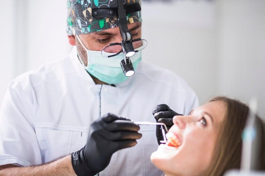 Nowotwory nie tylko w jamie ustnej – jaka jest rola dentysty?