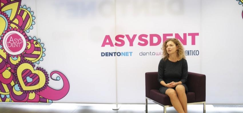 Dentysta i asystentka – zgrany zespół w leczeniu chirurgicznym