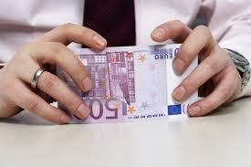 Oferuje pożyczki krótko, średnio i długoterminowe.