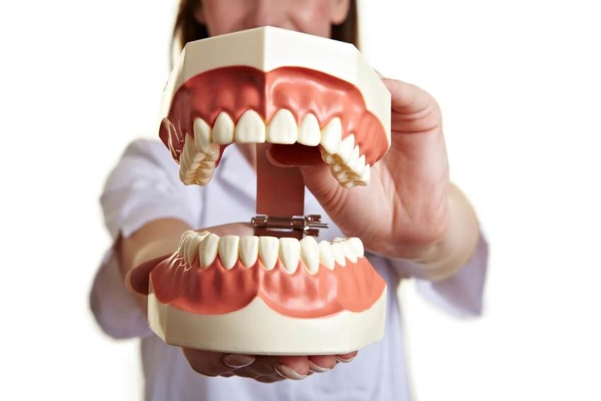 Złamania zębów – skutek uboczny pandemii COVID-19