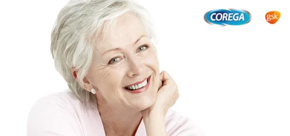 Zdrowy uśmiech seniora - pacjent protetyczny w gabinecie higieny