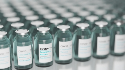 COVID-19: trzecia dawka szczepionki zalecana pracownikom medycznym