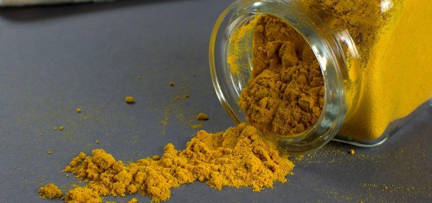 Kurkumina może wspierać leczenie choroby przyzębia